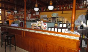 Bar-bodega con terraza de 40 m2 Vender local comercial